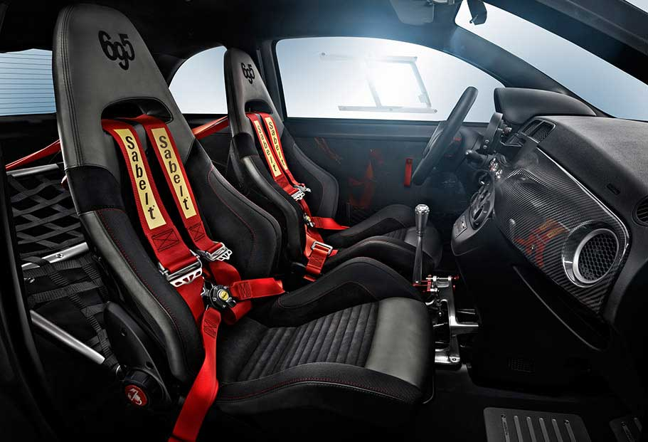 Interno Abarth 695 Biposto